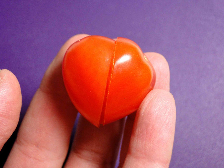walentynkowe śniadanie pomidor w kształcie serca