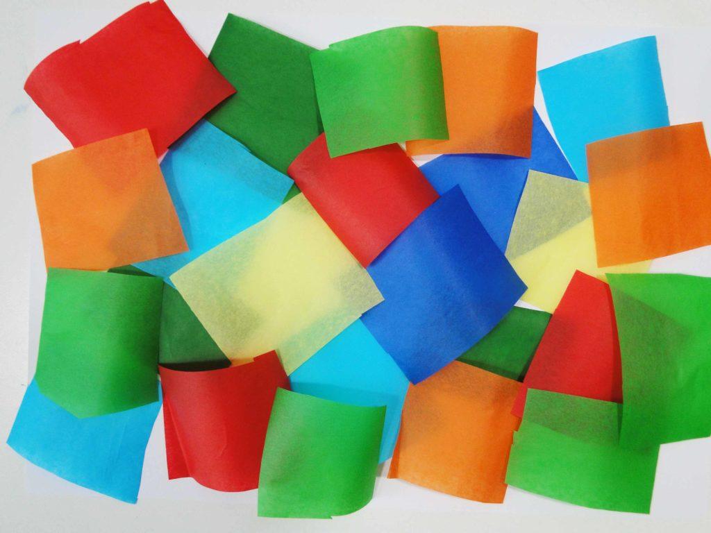 sucha bibuła jest rozłożona na czystej kartce papieru